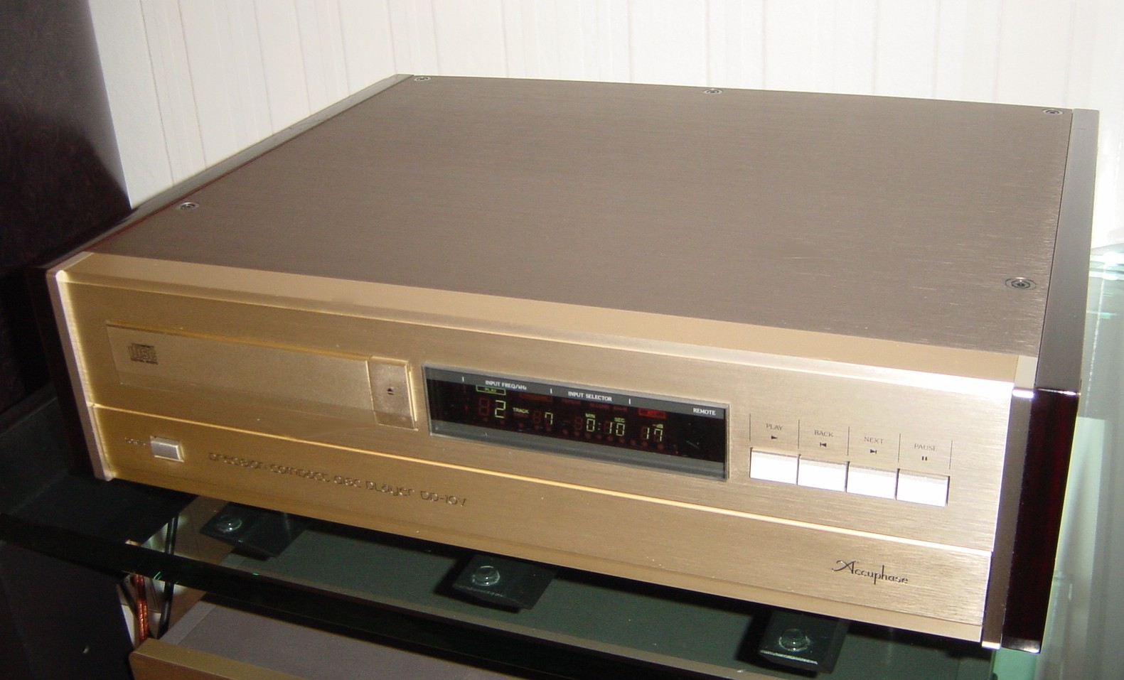 accuphase dp 70v cd player high end traumplayer. Black Bedroom Furniture Sets. Home Design Ideas