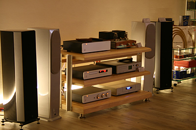 hifi lounge stereo heimkino audiom bel highend. Black Bedroom Furniture Sets. Home Design Ideas