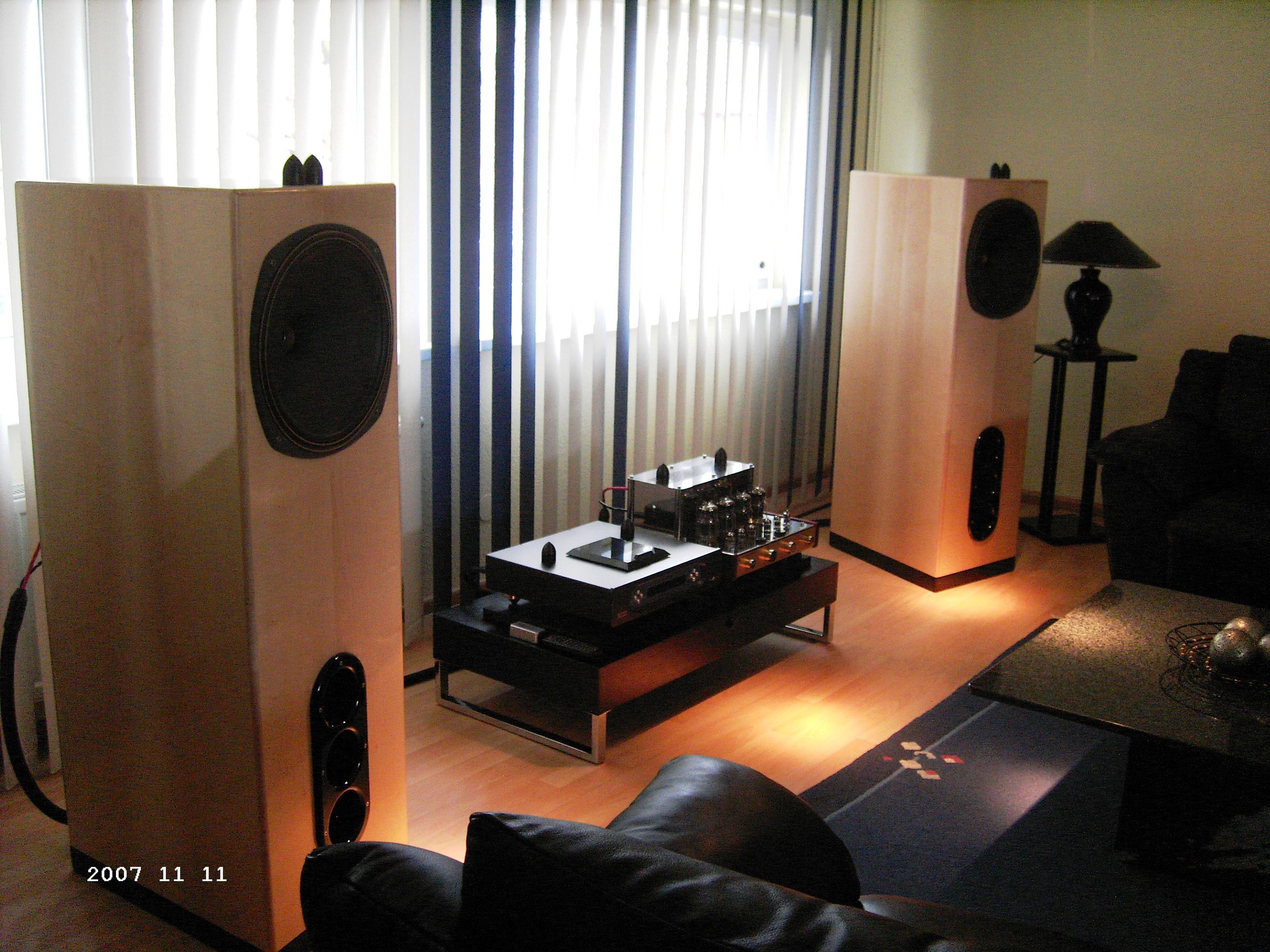 tannoy lautsprecher sondermodell in berlin gebaut auf. Black Bedroom Furniture Sets. Home Design Ideas